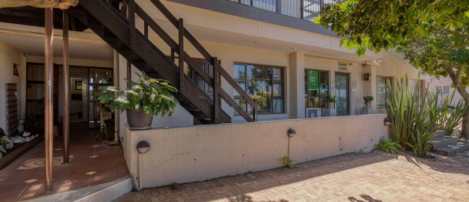 265 Uys Krige Dr Loevenstein LOWRES-5 - 3 star guesthouse with 8 semi self-catering guestrooms and private spacious 2/3 bedroom owner's home
